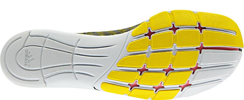 Man sieht die Sohle des Adidas Adipure Adapt - ein Barfußschuh, der sich vor allem für das Training eignet.