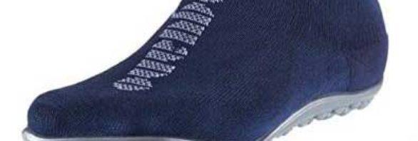 Das Bild zeigt einen marineblauen Barfußschuh von Leguano