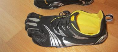 Ein Fot des linken Schuh: vibram Fivefingers KMD Sport