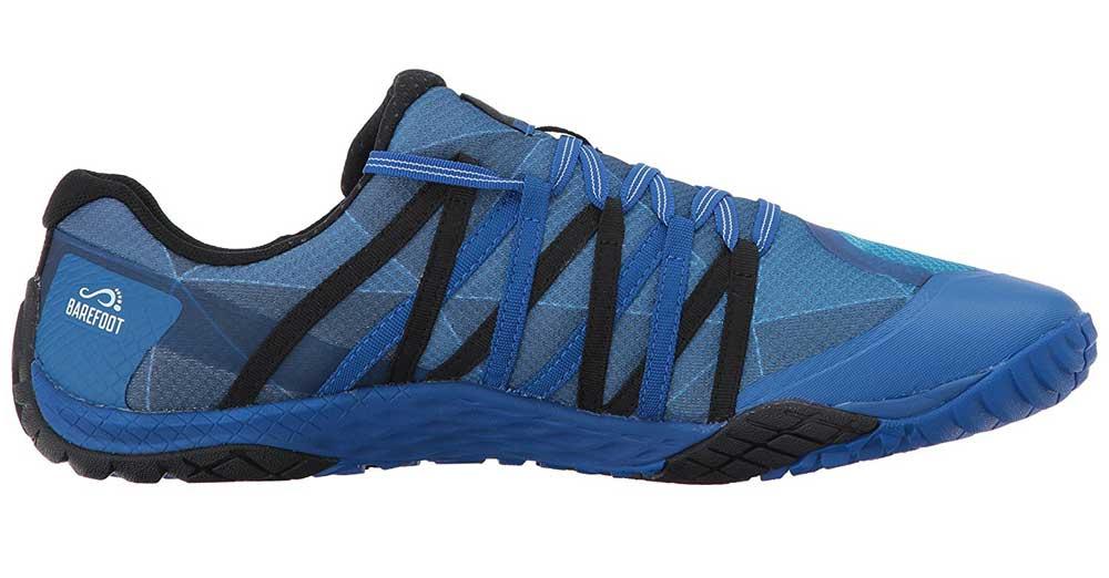 Man sieht den Trail Glove in blauer Farbe