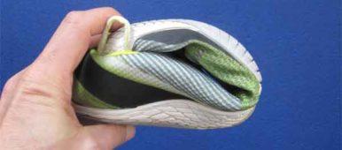 Barfußschuhe verfügen über eine dünne und flexible Sohle, die sich in alle Richtungen verdrehen lässt.
