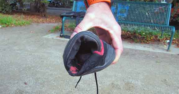 Der Stealth lässt sich wunderbar zusammenrollen - ein Zeichen für maximale Bewegungsfreiheit für die Füße