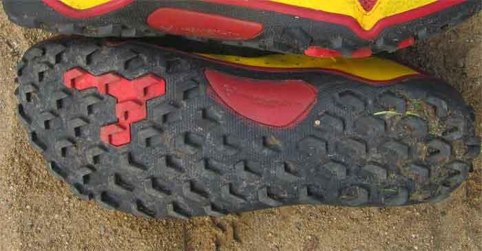 Die Sohle des Trail Soft Ground ist mit 5 Millimeter tiefen Profilnoppen bestückt, dadurch hat man mit dem Trailschuh einen sehr guten Halt