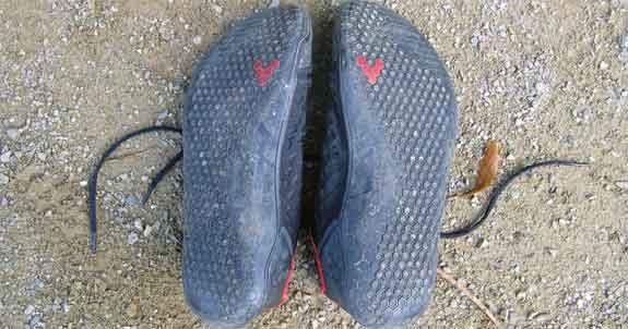 Die Sohle des Vivobarefoot Stealth sieht auch nach drei Jahren noch sehr gut aus. Das Profil ist noch deutlich sichtbar