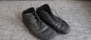 Der Sole Runner Devaki im Test - Ein halbhoher Barfußschuh aus schwarzem Leder