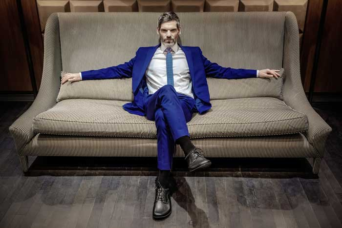 Business-Barfußschuhe unterscheiden sich optisch kaum von nromalen Anzughosen wie hier auf dem Bild zusehen. Quelle: Joe Nimble/Bär Schuhe