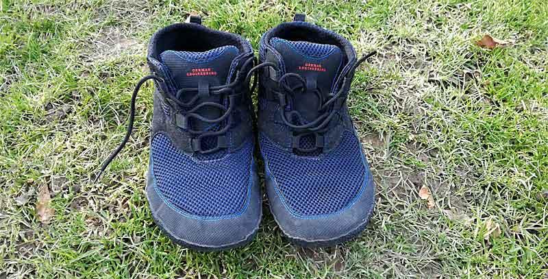 Der Sole Runner Flash 2 - hier das Testmodell in den Farben blau schwarz. Es passt vom Design her wunderbar zur Jeanshose und zum Freizeitlook.