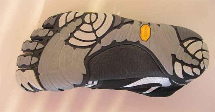 Sie Sohle des KMD Sport LS besteht aus Kautschuk und ist mit einem speziellen Profil für einen guten Halt auf glatten Böden ausgestattet,
