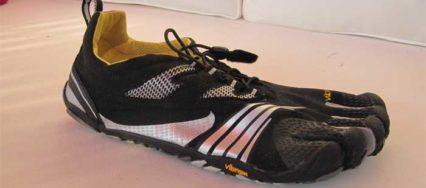 Der KMD Sport LS von Vibram im Test: Ein schwarzer Zehenschuh speziell fürs Fitnesstraininng
