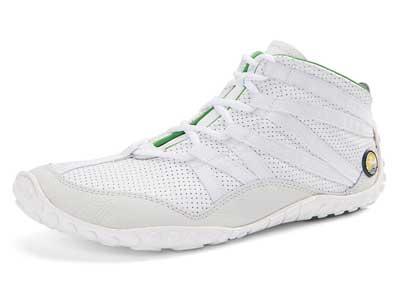 Der FlexToes ist ein knöchelhoher Barfußschuh, hier aus weißem Leder