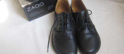 DEr Piquant von vorne: Ein Business-Barfußschuh aus feinem schwarzem Leder