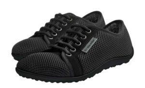 Man sieht beide Schuhe des Modells Leguano aktiv Winter in schwarz