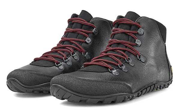 Wandertoes von Joe Nimble mit schwarzem Leder und roten Schürsenkeln